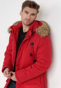Born2be - Czerwona Kurtka Olastis. Kolor: czerwony. Materiał: futro. Wzór: aplikacja. Sezon: zima