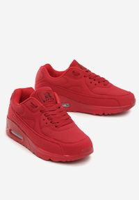 Czerwone buty sportowe Born2be