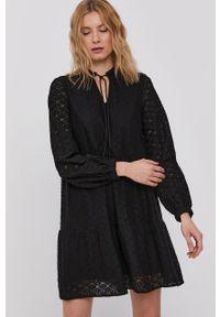 Czarna sukienka Vero Moda rozkloszowana, casualowa, gładkie, z długim rękawem
