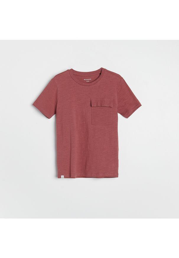Reserved - Melanżowy t-shirt z kieszonką - Fioletowy. Kolor: fioletowy. Wzór: melanż