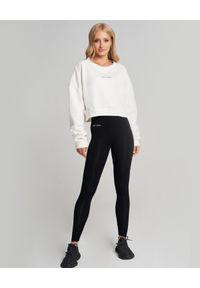 SELF LOVE - Biała bluza z kapturem Menfi. Typ kołnierza: kaptur. Kolor: biały. Materiał: bawełna, dresówka. Długość rękawa: długi rękaw. Długość: długie