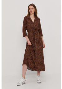 Jacqueline de Yong - Sukienka. Kolor: czarny. Materiał: tkanina, wiskoza, materiał. Typ sukienki: rozkloszowane