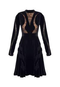 Elie Saab - ELIE SAAB - Sukienka z koronką. Kolor: czarny. Materiał: koronka. Długość rękawa: długi rękaw. Wzór: koronka. Typ sukienki: rozkloszowane. Styl: elegancki