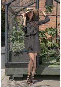 Fobya - Czarna Codzienna Komfortowa Sukienka Sznurowana przy Dekolcie. Okazja: na co dzień. Kolor: czarny. Materiał: bawełna, poliamid, akryl. Typ sukienki: proste. Styl: casual