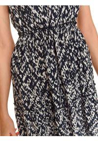 Niebieska sukienka TOP SECRET z nadrukiem, do pracy, maxi, na ramiączkach