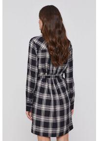 Pepe Jeans - Sukienka Nuria. Okazja: na co dzień. Kolor: czarny. Materiał: tkanina. Długość rękawa: długi rękaw. Typ sukienki: proste. Styl: casual