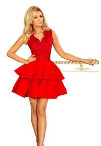 Czerwona sukienka wieczorowa Numoco w koronkowe wzory, na imprezę
