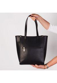Czarna torebka Arturo Vicci na ramię, w kolorowe wzory, casualowa