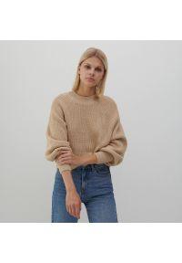 Reserved - Sweter z miękkiej dzianiny - Beżowy. Kolor: beżowy. Materiał: dzianina