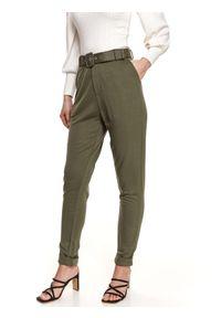 TOP SECRET - Dzianinowe spodnie z paskiem. Stan: podwyższony. Kolor: zielony. Materiał: dzianina. Sezon: wiosna