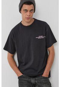 Dr. Denim - T-shirt bawełniany. Okazja: na co dzień. Kolor: szary. Materiał: bawełna, denim. Wzór: nadruk. Styl: casual
