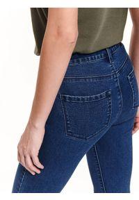 TOP SECRET - Spodnie jeansowe rurki. Kolor: niebieski. Materiał: jeans. Wzór: gładki. Sezon: wiosna, lato #8