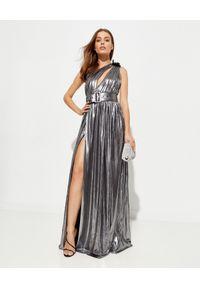 RETROFETE - Metaliczna sukienka maxi Andrea. Kolor: srebrny. Materiał: materiał. Typ sukienki: asymetryczne. Styl: elegancki. Długość: maxi