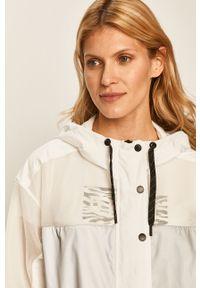 Biała kurtka DKNY z kapturem, na co dzień