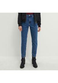 House - Mom jeans slim z bawełny organicznej - Granatowy. Kolor: niebieski