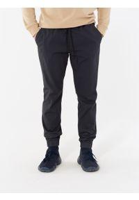 outhorn - Spodnie materiałowe męskie. Okazja: na co dzień. Materiał: materiał. Styl: casual