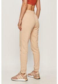 adidas Originals - Spodnie. Kolor: beżowy. Materiał: dzianina