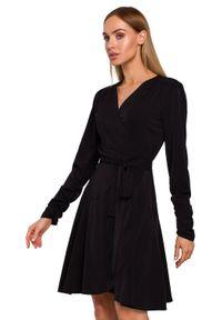 MOE - Elegancka kopertowa sukienka z wiązaniem w talii. Okazja: do pracy. Długość rękawa: długi rękaw. Typ sukienki: kopertowe. Styl: elegancki