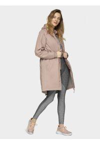 Różowy płaszcz outhorn