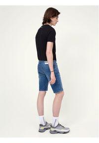 Niebieskie spodenki jeansowe Hugo