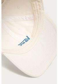 Biała czapka z daszkiem Vans z aplikacjami