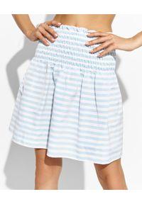 THECADESS - Spódnica z wysokim stanem Paloma. Stan: podwyższony. Kolor: niebieski. Materiał: tkanina. Wzór: paski, kolorowy. Sezon: lato