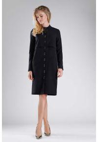 Czarna sukienka wizytowa Nommo ze stójką, elegancka