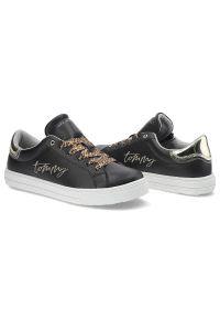 Sneakersy TOMMY HILFIGER T3A4-31164-1242X208 Black/Platinum X208. Materiał: skóra ekologiczna, materiał. Szerokość cholewki: normalna. Wzór: motyw zwierzęcy. Obcas: na płaskiej podeszwie