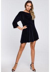 e-margeritka - Sukienka welurowa mini elegancka granatowa - l. Kolor: niebieski. Materiał: welur. Styl: elegancki. Długość: mini