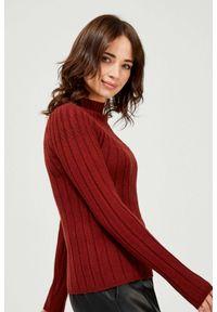 MOODO - Prążkowany sweter. Materiał: prążkowany. Długość rękawa: długi rękaw. Długość: długie. Wzór: gładki