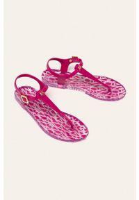 Różowe sandały Armani Exchange na klamry, bez obcasa