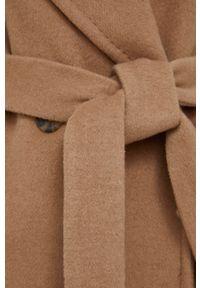 DKNY - Dkny - Płaszcz wełniany. Okazja: na co dzień. Kolor: beżowy. Materiał: wełna. Styl: klasyczny, casual