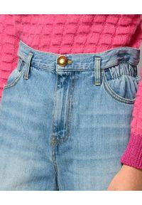 Pinko - PINKO - Jeansy mom-fit z elastyczną talią. Okazja: na co dzień. Kolor: niebieski. Wzór: aplikacja. Styl: casual
