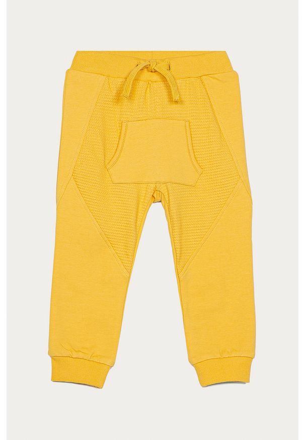 Żółte spodnie dresowe Name it na co dzień
