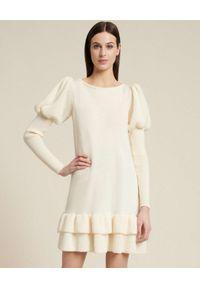 Luisa Spagnoli - LUISA SPAGNOLI - Kremowa sukienka z balonowymi rękawami MIRAGGI. Kolor: biały. Materiał: wełna. Typ sukienki: dopasowane. Długość: mini