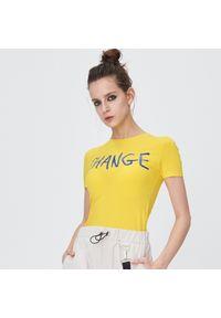 Żółty t-shirt Sinsay z napisami
