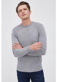 Guess - Sweter z domieszką wełny. Okazja: na co dzień. Kolor: szary. Materiał: wełna. Długość rękawa: długi rękaw. Długość: długie. Styl: casual