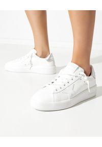 GOLDEN GOOSE - Sneakersy Purestar ze srebrną piętą. Kolor: biały. Materiał: guma. Szerokość cholewki: normalna. Wzór: aplikacja