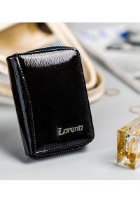 LORENTI - Lakierowany portfel damski czarny Lorenti 5157-SH-1493 BLACK. Kolor: czarny. Materiał: skóra
