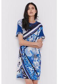 Desigual - Sukienka. Okazja: na co dzień. Kolor: niebieski. Materiał: tkanina. Długość rękawa: krótki rękaw. Typ sukienki: proste. Styl: casual