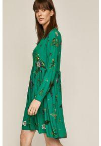 medicine - Medicine - Sukienka Wild Heart. Typ kołnierza: kołnierzyk stójkowy. Kolor: zielony. Materiał: tkanina. Długość rękawa: długi rękaw. Typ sukienki: rozkloszowane
