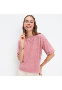 Różowy t-shirt Mohito