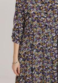 Renee - Fioletowa Sukienka Kelathyia. Kolor: fioletowy. Długość rękawa: długi rękaw. Wzór: kwiaty, nadruk. Sezon: jesień, wiosna. Typ sukienki: koszulowe. Styl: elegancki. Długość: maxi