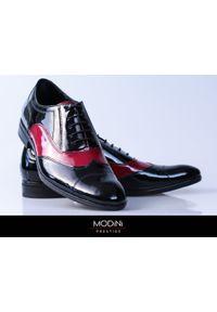 Modini - Czarno-bordowe buty wizytowe T99 - Austerity, caponki. Kolor: wielokolorowy, czerwony, czarny. Materiał: skóra, materiał. Styl: wizytowy
