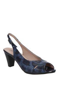 Niebieskie sandały Pitillos eleganckie, w kolorowe wzory, na lato