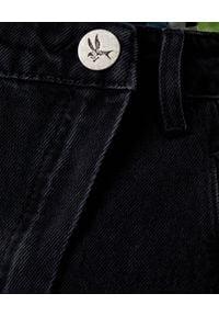 ONETEASPOON - Czarna spódnica z rozcięciem Society. Stan: podwyższony. Kolor: czarny. Materiał: jeans. Wzór: nadruk, kolorowy, aplikacja, gładki. Styl: klasyczny