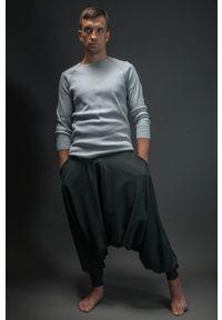 Szare spodnie Hultaj Polski w kolorowe wzory