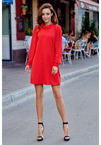 e-margeritka - Trapezowa elegancka sukienka z szyfonowymi rękawami - czerwony, s. Okazja: na imprezę. Kolor: czerwony. Materiał: szyfon. Długość rękawa: długi rękaw. Typ sukienki: trapezowe. Styl: elegancki. Długość: midi