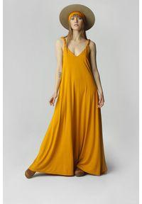 Żółta sukienka Madnezz maxi, na ramiączkach