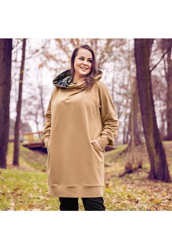 Moda Size Plus Iwanek - Bluza dresowa Inga w kolorze beżowym XXL OVERSIZE JESIEŃ ZIMA. Kolor: beżowy. Materiał: dresówka. Długość: krótkie. Sezon: zima, jesień. Styl: elegancki
